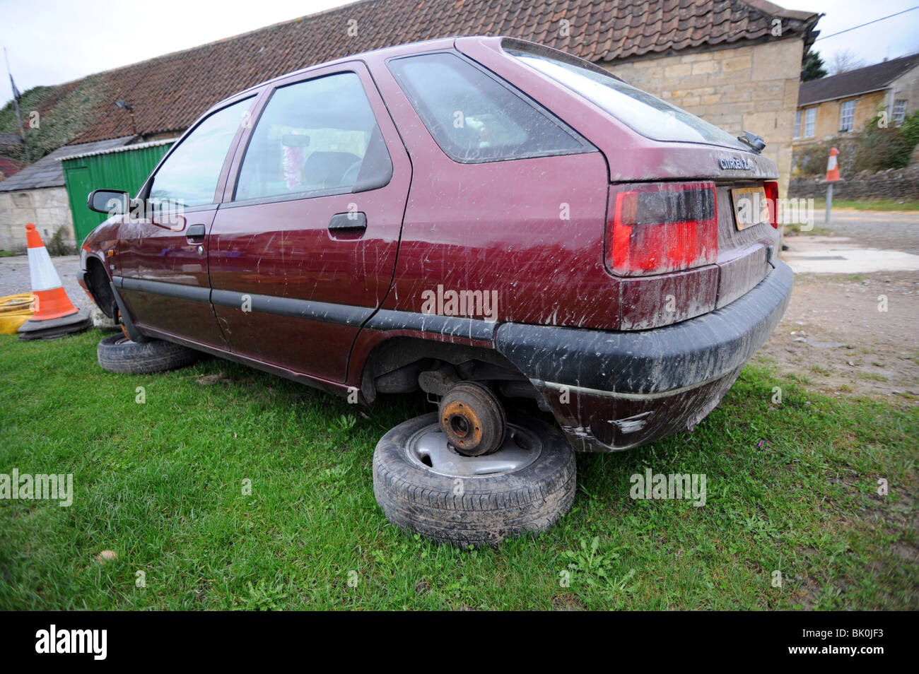 Old Car With No Wheels Stock Photo 28903367 Alamy