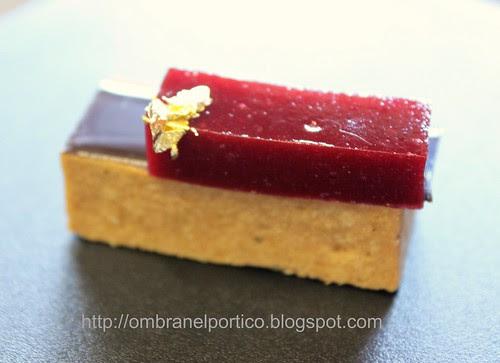 Mousse Jivara,gelatina di ciliegie e oro