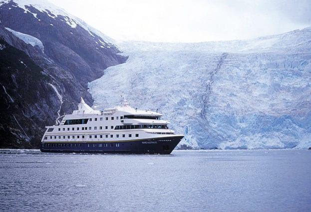 http://www.absolutcruceros.com/wp-content/uploads/2009/08/visite-la-patagonia-argentina-en-un-crucero.jpg