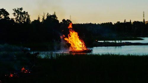 Bonfire on a float by ausfi