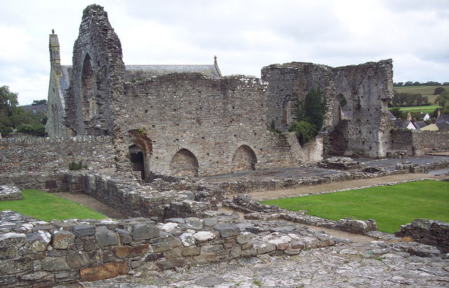 File:St Dogmaels Abbey - geograph.org.uk - 309701.jpg