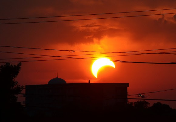 A partially eclipsed setting Sun as seen from Dallas, Texas on May 20th, 2012. This weekend's eclipse will offer U.S. East Coast residents a similar sunrise view. (Credit: Jason Major/Lights in the Dark).