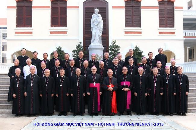 Từ chiều tối thứ Hai 13-04-2015, các giám mục Việt Nam đã bắt đầu Hội nghị Thường niên Kỳ I năm 2015 tại Trung tâm Mục vụ của Tổng giáo phận Tp. HCM. Tham dự Hội nghị có 32 giám mục thuộc 25 giáo phận và cha giám quản giáo phận Vĩnh Long. Nguồn: hdgmvietnam.org