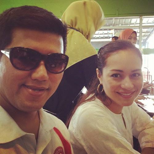 Budiey & Maya Karin dah sampai di Restoran Yati Ayam Percik, Kelantan