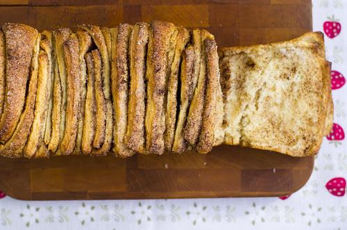 Rebitav kaneelilõõts / Cinnamon sugar pull-apart bread