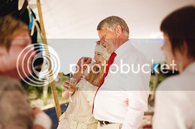 http://i892.photobucket.com/albums/ac125/lovemademedoit/welovepictures/StrandKombuis_Wedding_108.jpg?t=1324655193