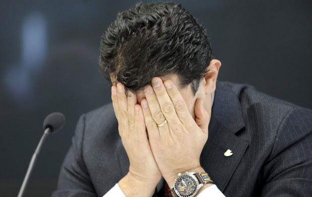 O presidente da Costa, Pier Luigi Foschi, lamentou as mortes durante coletiva em Gênova (Foto: Tano Pecoraro/AP)