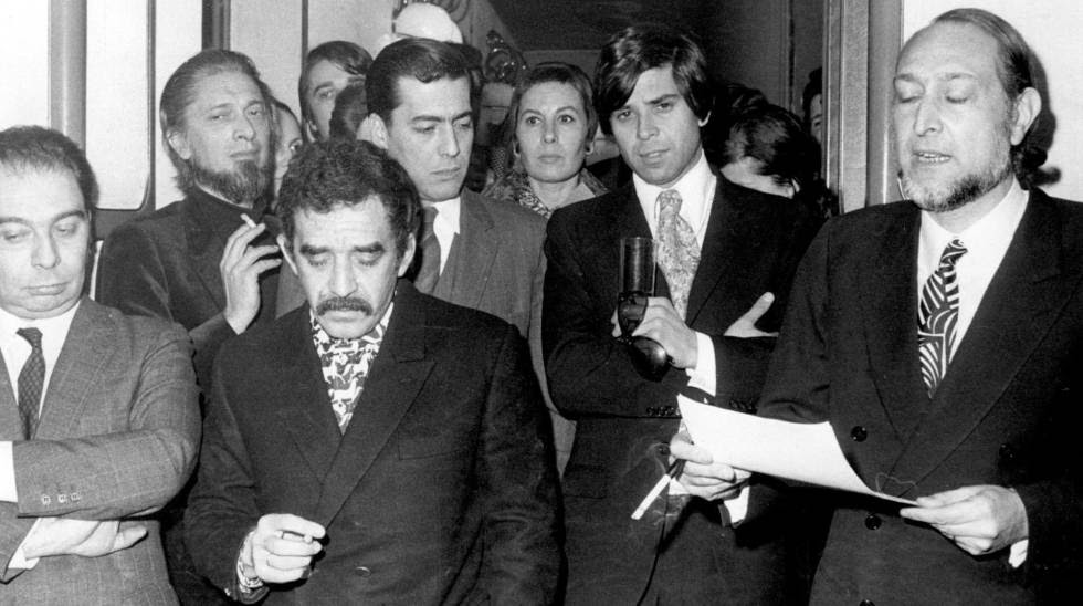 Desde la izquierda, García Hortelano, Carlos Barral, García Márquez, y Vargas Llosa; la derecha, José María Castellet, en 1970 en Barcelona.