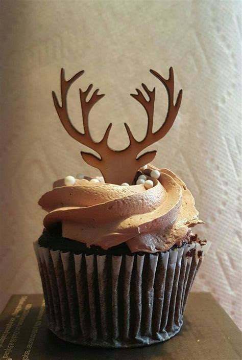 Woodland baby shower cupcake with reindeer and deer