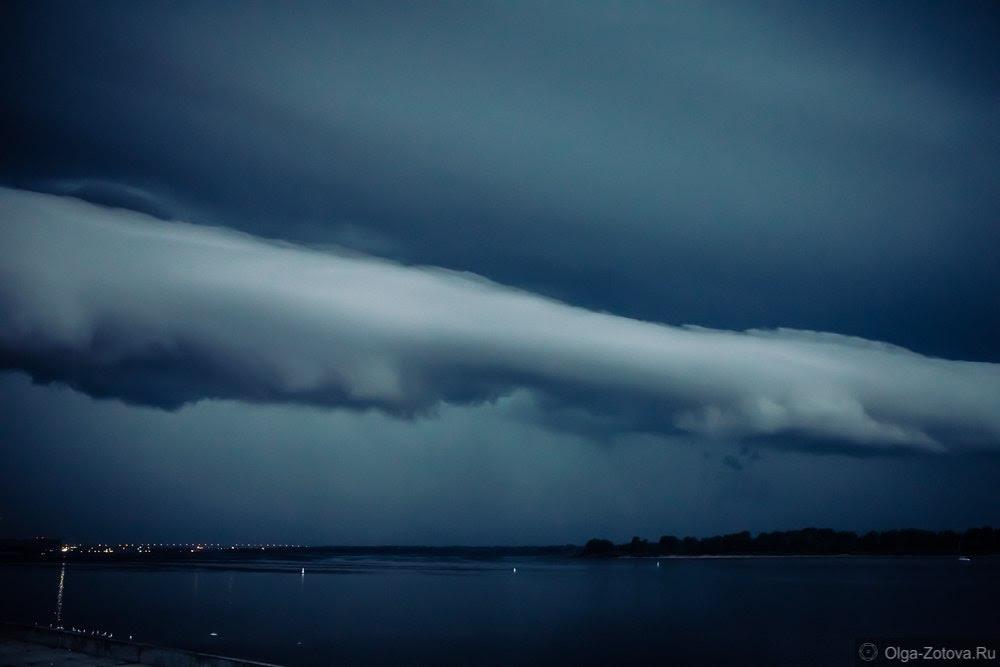 nuage en rouleau, nuage en rouleau noël, nuage en rouleau de Nijni-Novgorod, roll clouds décembre 2015, roll clouds images, extrêmement rares formes rouleau de nuages dans le ciel de Nijni-Novgorod la veille de Noël
