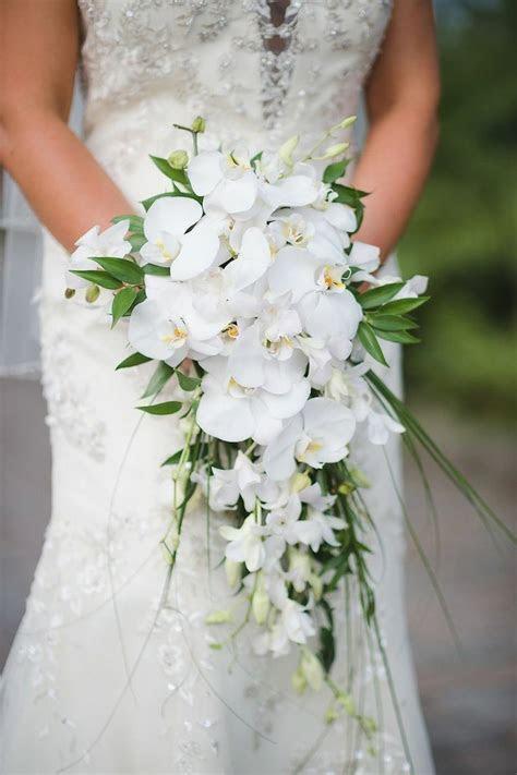 Teardrop/Cascade/Waterfall Bridal Bouquet Showcasing