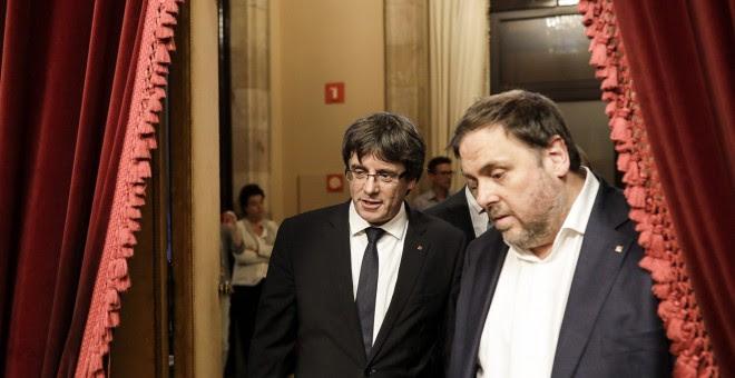 El president Carles Puigdemont i el vicepresident Oriol Junqueras al Parlament de Catalunya / XAVI HERRERO