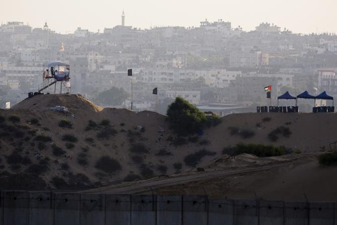 La Striscia di Gaza vista dal confine israeliano. (Foto: Amir Cohen, Reuters)