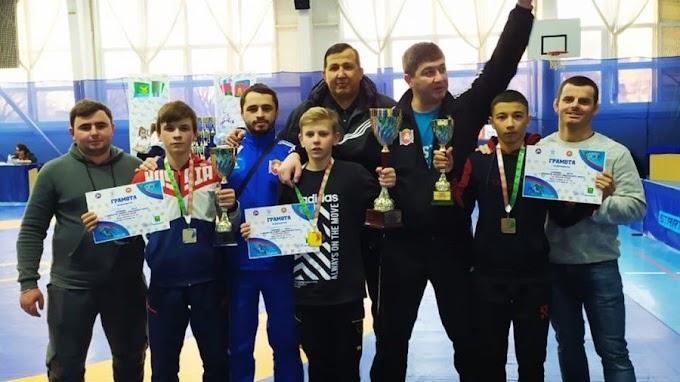 Сборная Крыма завоевала шесть медалей на первенстве ЮФО по вольной борьбе в Краснодарском крае