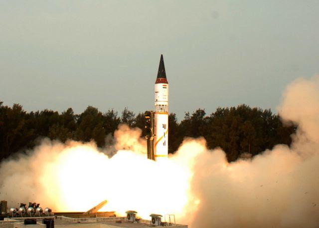 India el viernes 8 de noviembre de 2013 con éxito el ensayo de lanzamiento de su origen autóctono con capacidad nuclear misil balístico Agni-I desarrollado con un rango de ejercicio de 700 kilometros de una serie de pruebas en la costa Odisha como parte de un proceso de usuario por el Ejército.