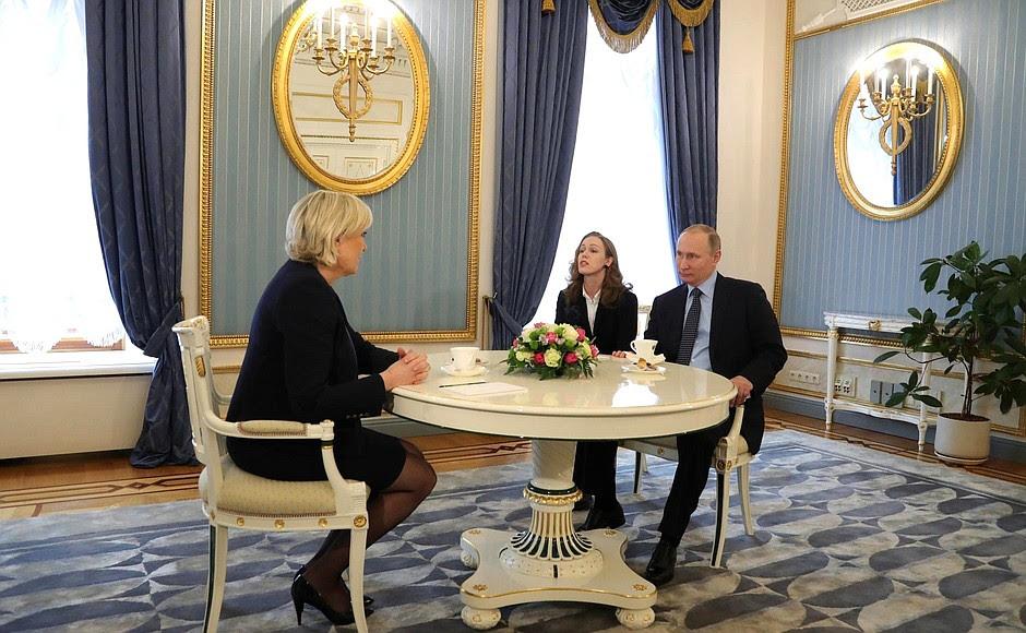 """L'incontro con il leader del partito politico della Francia """"Fronte Nazionale"""" Marine Le Pen."""
