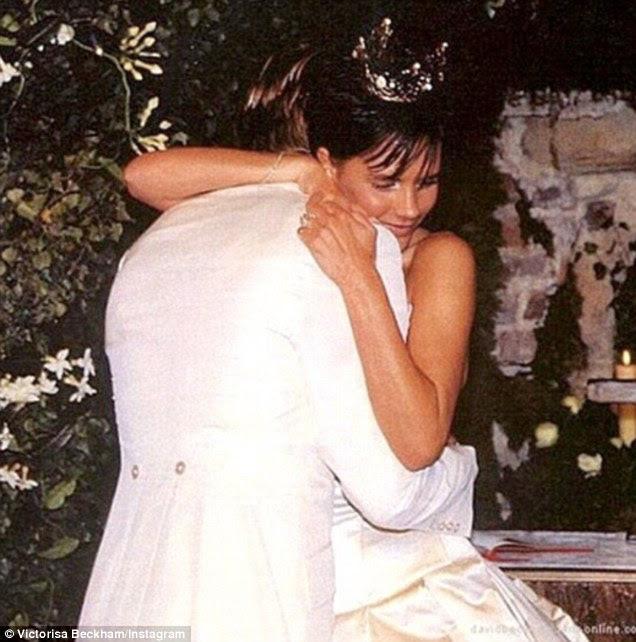 Juntos para sempre: O casal amou-up, que se casou no Castelo Luttrellstown na Irlanda, em anexo profissões amorosas de seu 19-year-old romance, tanto elogiando uns aos outros para a sua bondade e beleza