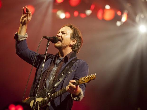 Eddie Vedder, do Pearl Jam, durante show no Mineirão, em Belo Horizonte (Foto: Lincon Zarbietti/O Tempo)