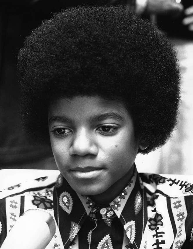 Como poderia ter sido a aparência de Michael Jackson se ele não tivesse passado por nenhuma operação