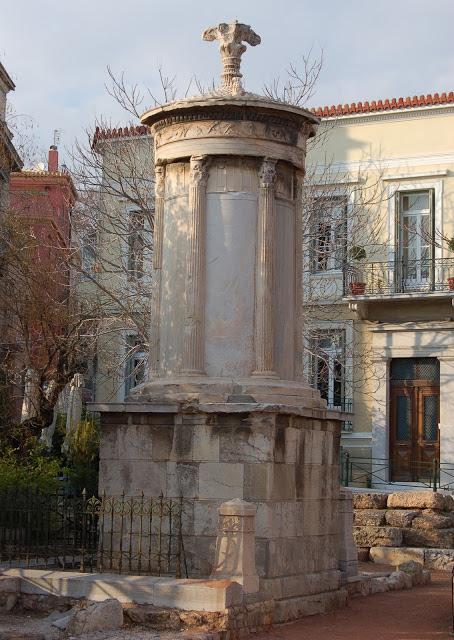 Ένας τρόπος φορολόγησης των ευπόρων στην αρχαία Αθήνα ήταν η ανάθεση παραγωγής θεατρικών παραστάσεων. Οι νικητές είχαν το δικαίωμα να στήνουν μνημεία για να υπενθυμίζουν τη χορηγία και τη νίκη τους στους θεατρικούς αγώνες, όπως το μνημείο του Λυσικράτη στην καρδιά της Πλάκας που υπενθυμίζει τη χορηγία του Λυσικράτη και τη νίκη του χορού παίδων το 335 π.Χ.