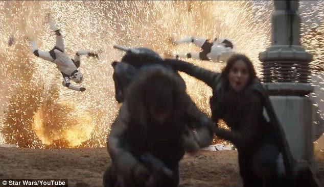 Kaboom: Jyn poderia ser visto correndo de uma explosão como alguns Stormtroopers poderia ser visto voando no ar