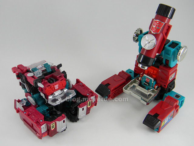 Transformers Perceptor United Deluxe - modo alterno vs G1