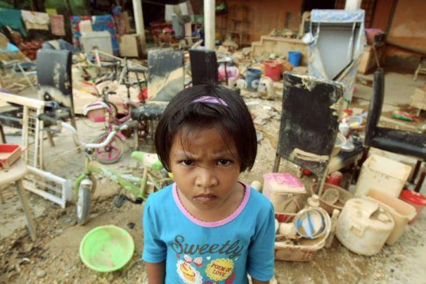 """Adik, Tinggal Sikit Nasi Untuk Mak""- Kisah Pilu Mangsa Banjir"