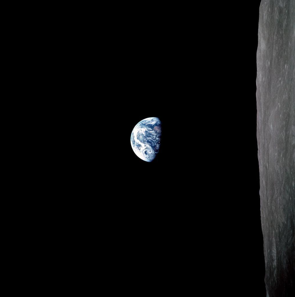 Dec24-1968-Apollo8-earthrise-color