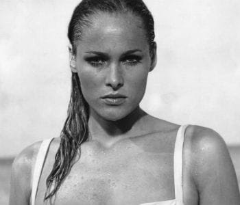 ursula andress dans 'james bond contre docteur no'.