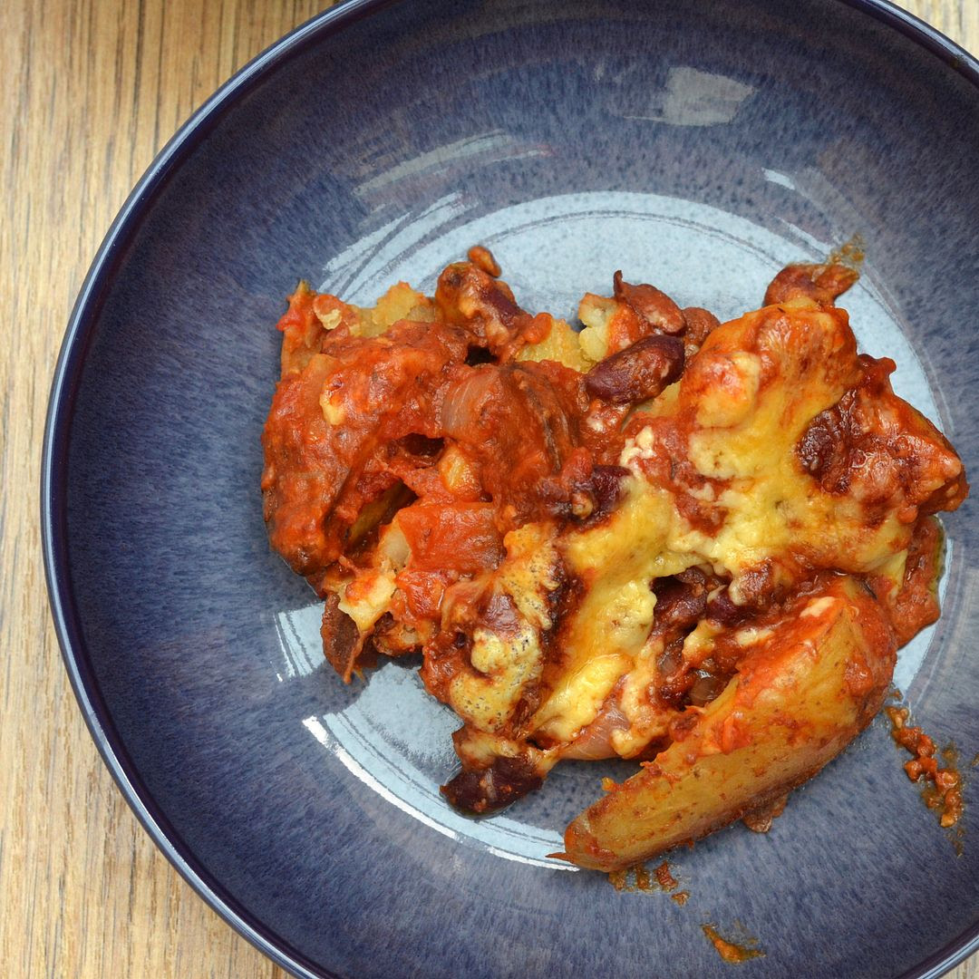 Baked Chilli & Wedges