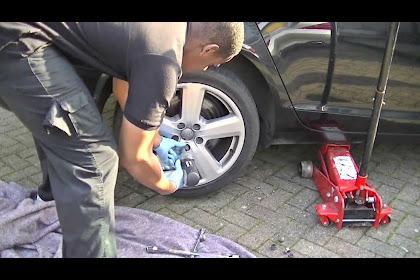 2013 Audi A6 Rear Brake Pad Replacement