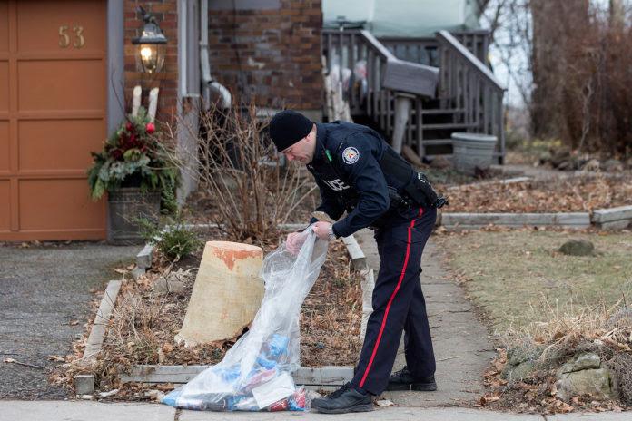 Resultado de imagen para Macabro hallazgo en las macetas del asesino serial de Canadá