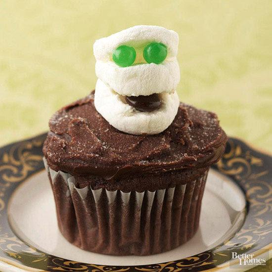 Marshmallow Mummy Cupcake