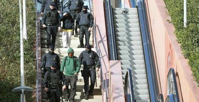 Los Mossos d'Esquadra detienen a varios anarquistas acusados de terrorismo.- EFE