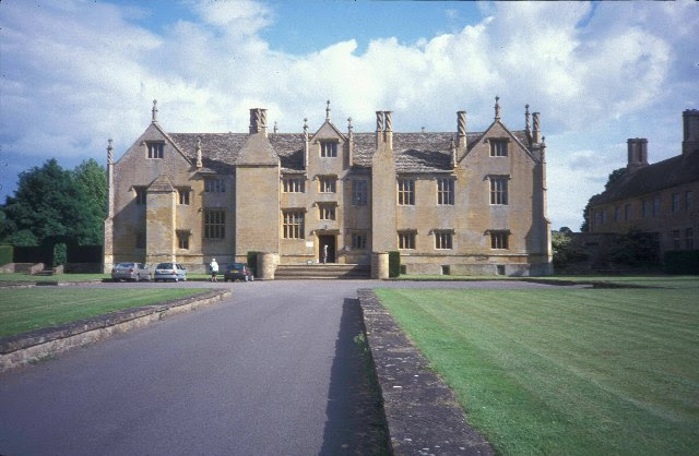 File:Barringtoncourt.jpg