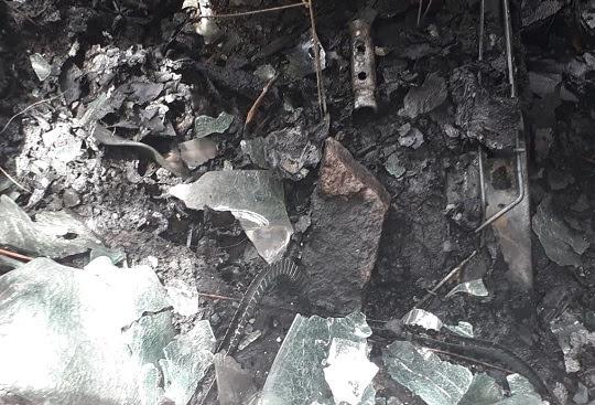 Pedra foi encontrada dentro do carro   Foto: Leitor do Notícias de Santaluz