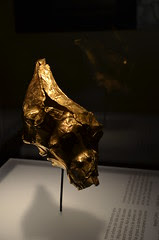 Museo del Oro (Gold Museum) - conch covered in gold