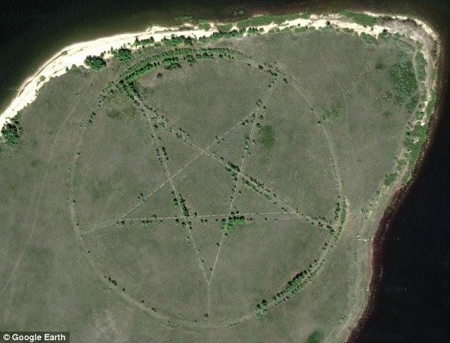 Obra do diabo?  O Cazaquistão pentagrama retratado no Google Earth, está situado próximo a um reservatório no norte do país