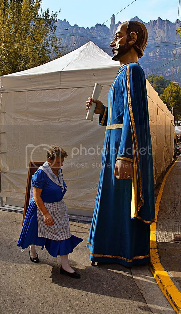 Towns in Spain: Giant in Monistrol de Montserrat