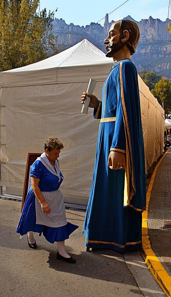 Towns in Spain: Giant in Monistrol de Montserrat