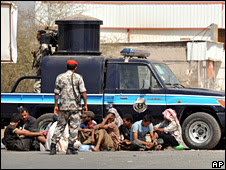 Suspected Houthi fighters are detained by Saudi troops in Jizan province (8 November 2009)