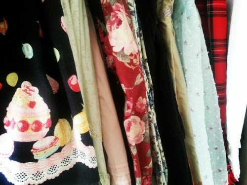 I wrote a post about cleaning you closet. Check it out here!! http://www.mylolitastyle.com/2014/01/limpia-de-closet/
