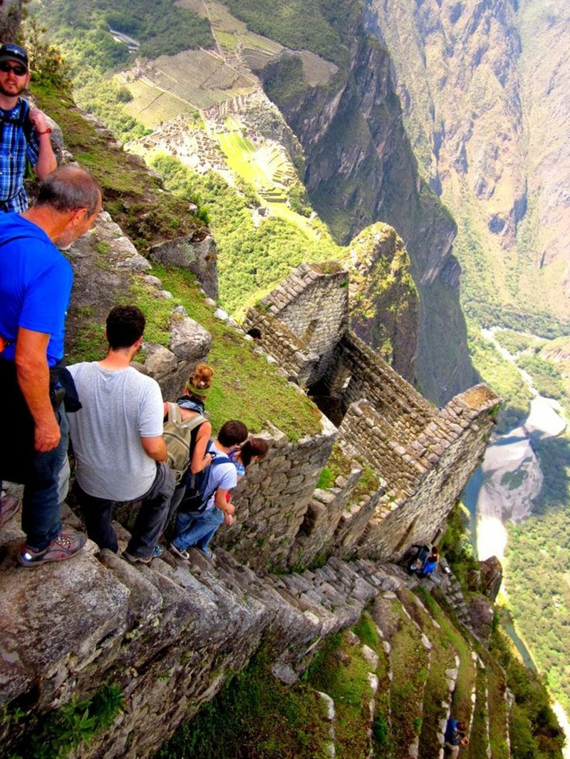 11. The descent from the mountain of Machu Picchu.  unusual, amazing photos,