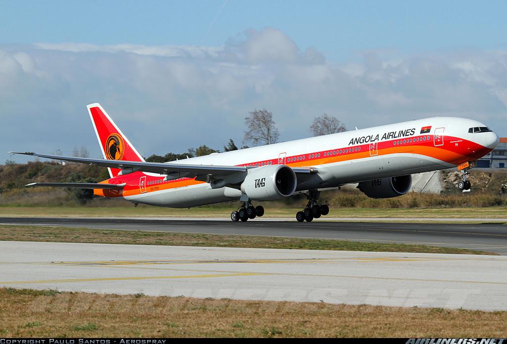 TAAG Boeing 777-300