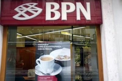 "Bloco suspeita de ""negócio de favor"" na venda do BPN"
