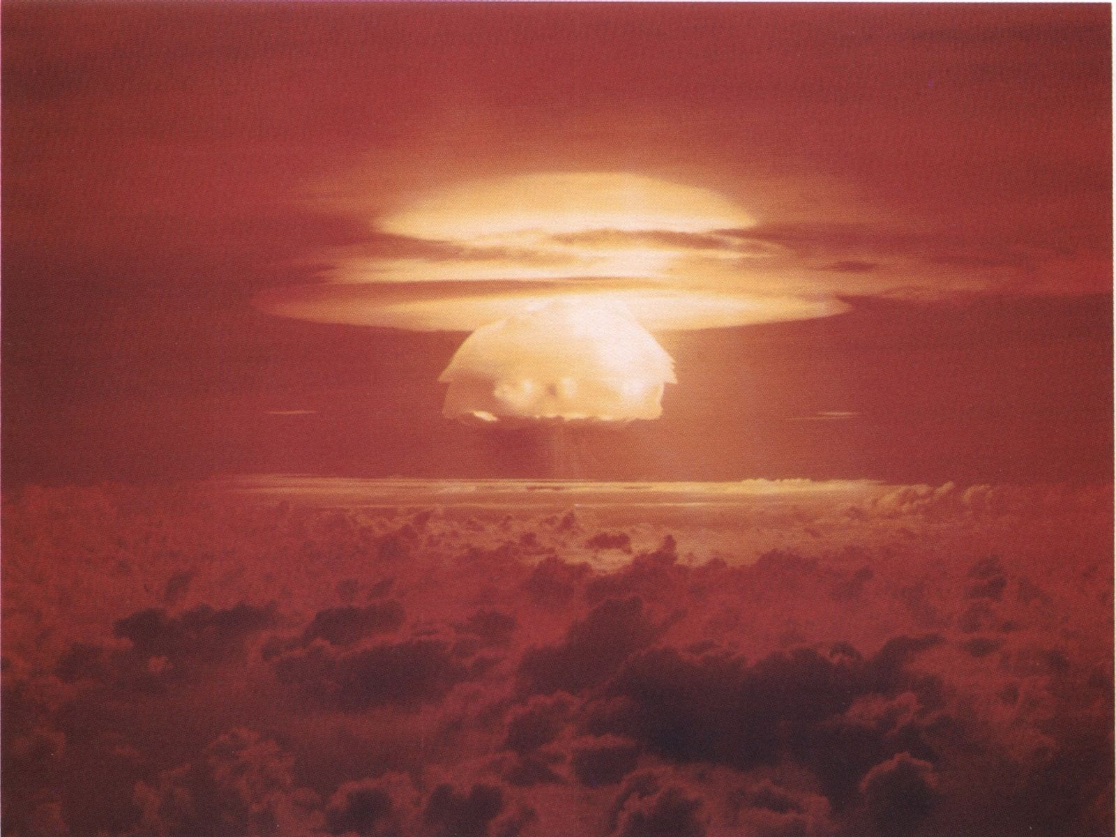 http://upload.wikimedia.org/wikipedia/commons/5/5d/Castle_Bravo_Blast.jpg
