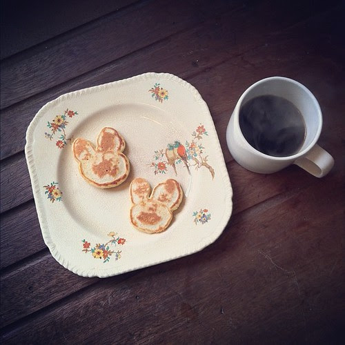 Easter breakfast: bunny pancakes by oysterpots