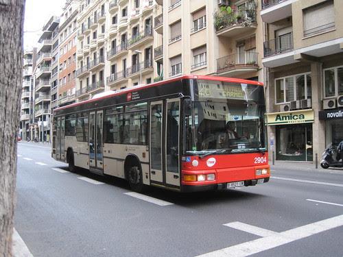 Autobus de TMB a l'avinguda Príncep d'Asturies de Barcelona
