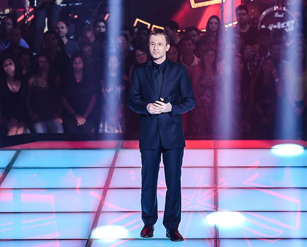Tiago Leifert diverte a plateia com os erros de gravação no palco (Foto: Isabella Pinheiro/Gshow)