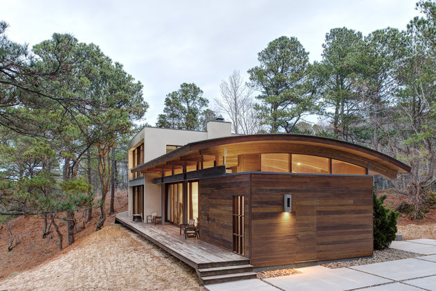 curved-roof-house-of-natural-materials-responds-to-surroundings-1.jpg